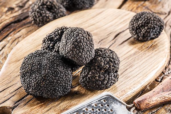 http://www.legourmet.com.hk/wp-content/uploads/2017/03/truffles-_600x400.jpg